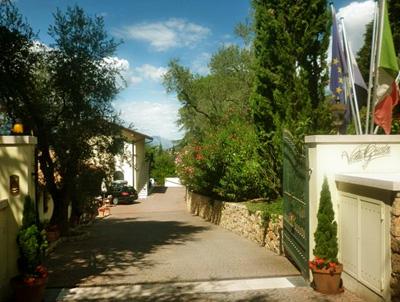 Villa Del Lago Apartments